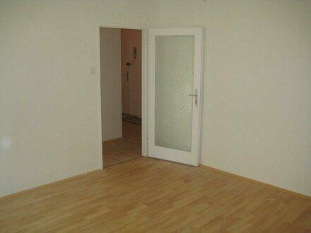 + NEU+ +U-Bahn Nähe! Zentral begehbare zwei Zimmer Wohnung! WG-tauglich!+
