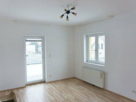 3 Zimmer Doppelhaushälfte mit 37 m2 Terrasse zu vermieten! WG fähig, Wohngemeinschaften willkommen!