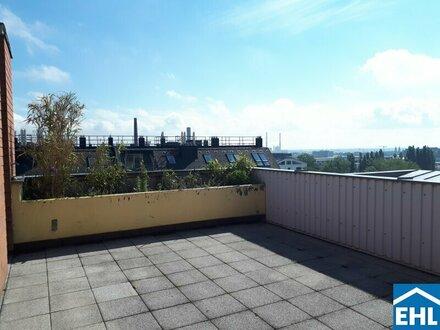 Erstbezug nach Sanierung: Dachgeschosswohnung mit großer Terrasse in Grünruhelage