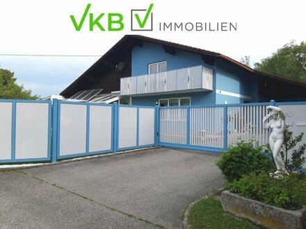 Bezirk Grieskirchen: Repräsentatives Haus mit 2 abgeschlossenen Wohneinheiten, Indoor Pool, 2 Garagen und großen Garten!