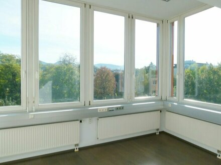 Modernes Büro / Ordination nahe Flughafen mit Untersbergblick