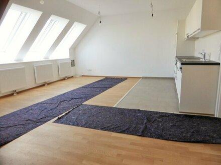 Erstbezug: 96m² Dachausbau + 14,4m² Terrasse mit Einbauküche - 1090 Wien