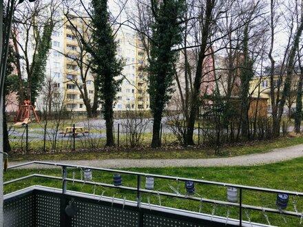 Natur Pur &Provisionsfrei für den Mieter - großzügig geschnittene 3 Zimmerwohnung inbegrünter Parkanlage