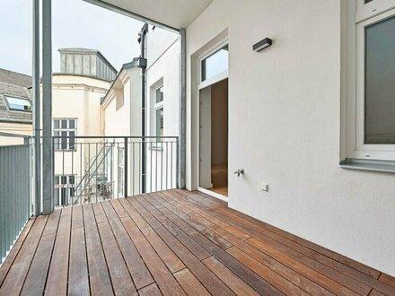 ERSTBEZUG: helle Altbauwohnung mit großer Freifläche!
