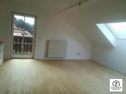 Schnäppchen in Obertrum - Zentrale 3 ZI.-Dachgeschoss-Wohnung