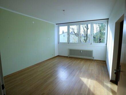 4-Zimmer-Wohnung nähe Nawi - WG geeignet!