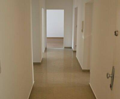 1150, sanierte zentrale 4-Zimmer Wohnung mit Balkonen, WG-geeignet