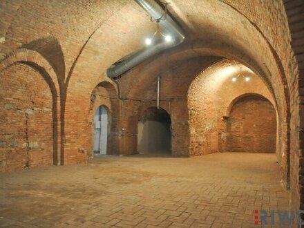 Einmalige Gelegenheit! Kellergewölbe mit über 5m Höhe! Ideal für private Veranstaltungen, Weinlagerung u.v.m.