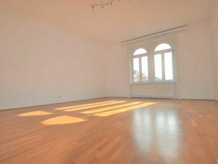großzügige 3-Zimmer-Wohnung mit separater Küche und Bad im 2. Liftstock
