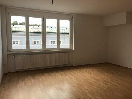 4-Zimmer-Wohnung in zentraler Lage, auch als WG geeignet