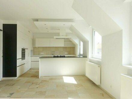 Sonniges, großzügiges Dachgeschoss mit hochwertiger Ausstattung - Klima-Anlage, Garage, Sauna, Terrasse, Gartenmitbenutzung