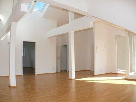 Stilvolle 3 Zi. Dachgeschoßwohnung in Anif