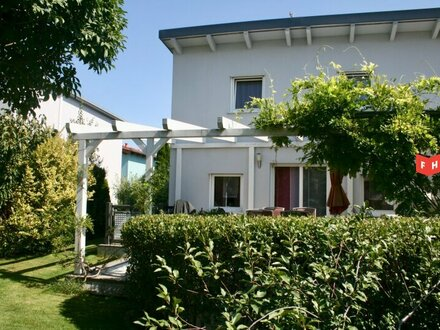 Sonnige Doppelhaus-Hälfte mit schönem Garten Bj.2005