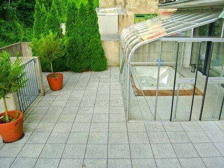 Großzügige 2-Zimmer-Wohnung mit edler Garten-Terrasse und Whirlpool!