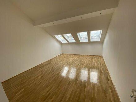 Sehr helle 4-Zimmer DG-Wohnung mit Terrasse - zu vermieten!