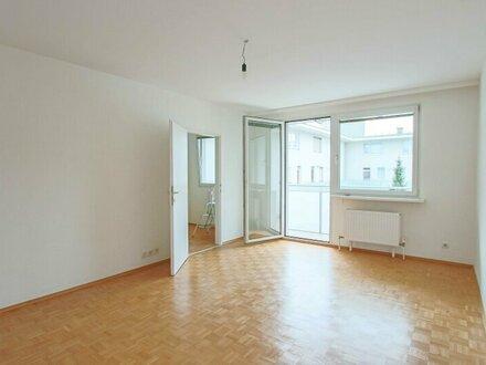 Helle und freundliche 2-Zimmer Wohnung mit Loggia!