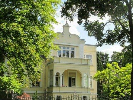 Vornehme 6-Zimmer Villa mit Garten und Personalhaus