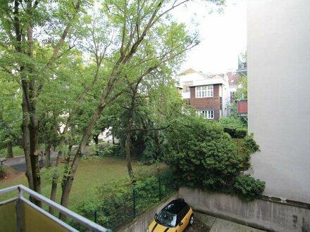 Gersthof: 4 Zimmerwohnung mit Balkon und Parkplatz
