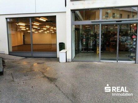 Großzügige Geschäftslokale mit 28 Parkplätzen in Lambach zu vermieten