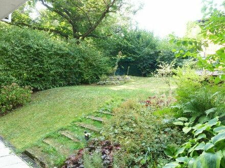 Family apartment with garden - garage parking available