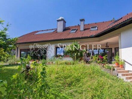 Großzügiges Landhaus, 10 Zimmer: (Zweit-)Wohnsitz mit Aussicht