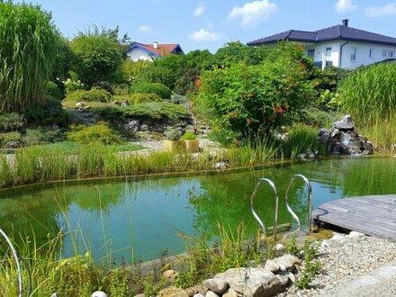 Ansprechendes Landhaus mit traumhaftem Feng Shui Garten und großzügigem Schwimmteich nahe dem Mattsee!
