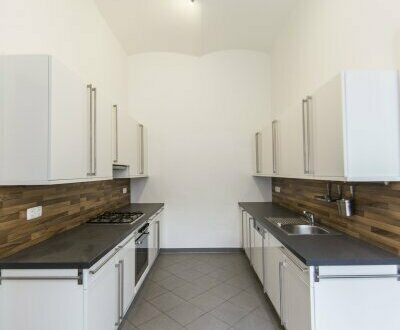 Großzügige 4 Zimmer Wohnung! Ideal für eine WG - ZU VERMIETEN!