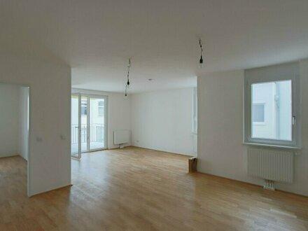 großzügigige 2-Zimmer Wohnung in ruhiger Lage mit Balkon!