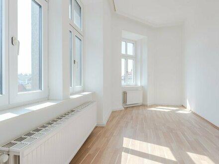 ++WG-geeignet++ Sanierte 4-Zimmer + getrennte Küche Altbauwohnung, gleich am Brunnenmarkt!