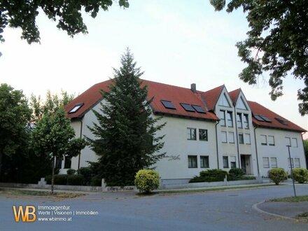 Dachgeschoß!! Sehr helle 3 Zimmer mit ca. 94 m² und Tiefgaragenplatz!