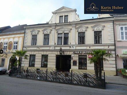 Schönes Stadthaus am Rathausplatz