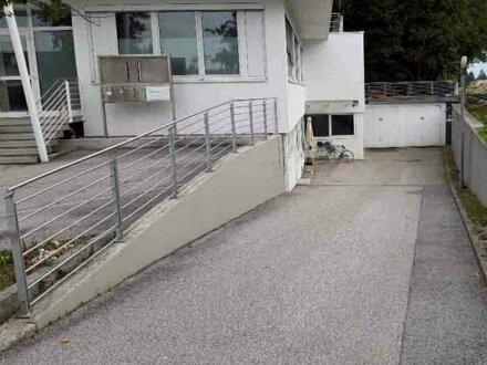 Nähe Salzburg Airport - Lagerflächen mit Büromöglichkeit zu vermieten