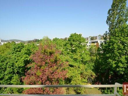 Ansprechende 2-Zimmer-DG-Wohnung mit Terrasse und Klimaanlage