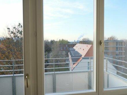 Achtung: Familien- / WG geeignete 4 Zi. Wohnung mit Balkon - Erstbezug nach Sanierung