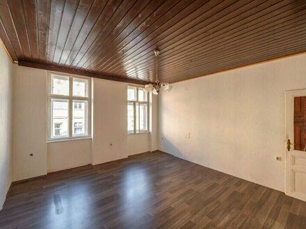 ++NEU++ Sanierungsbedürftige 2-Zimmer Altbauwohnung, guter Grundriss möglich!