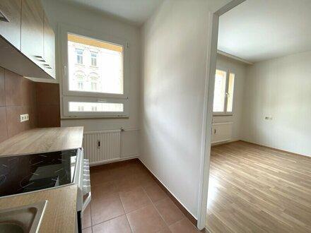 KOMPLETT neu saniertes Bad: 1-Zimmerwohnung mit separater Küche