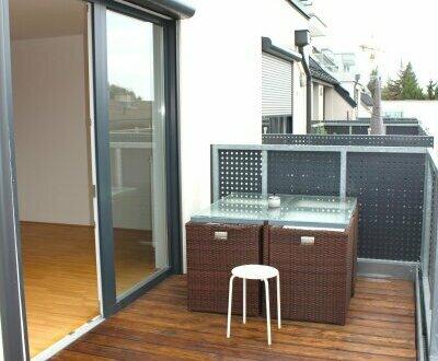 SONNIGE Balkonwohnung mit Ausblick - ruhig - inkl. Garage und praktische Teilmöblierung