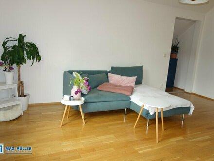 Singlehit! 1,5-Zimmer-Dachgeschoßwohnung in Jahrhundertwende-Villa