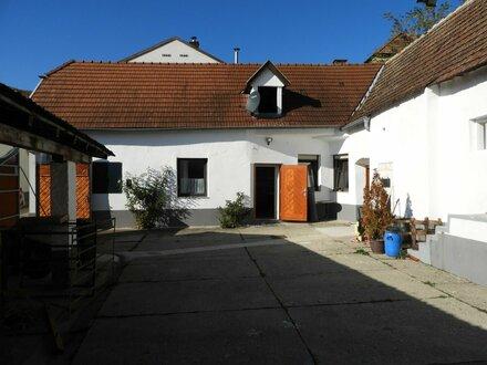 ROMANTISCHER, RENOVIERTER BAUERNHOF mit Baugrundstück - Nähe Neusiedlersee - 260m² Nfl.- Garten in Hanglage und Fernbli…
