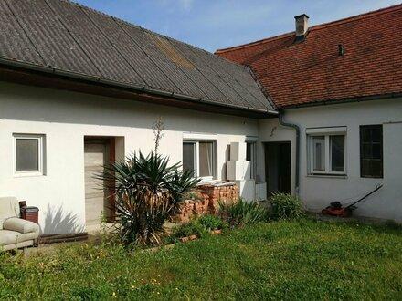 Bauernhaus mit Garten in Grosspetersdorf mit Stallungen und Scheune