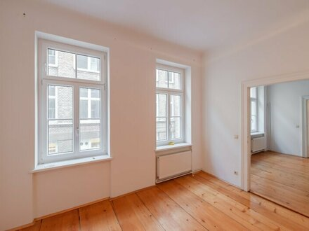 ++NEU++ Sanierungsbedürftige 2-Zimmer Altbauwohnung, 5 m² Balkon! Bestlage! schöner Altbau!