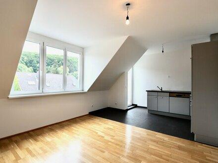 Helle 3-Zimmer-Dachwohnung mit hofseitigem Balkon und Garagenoption
