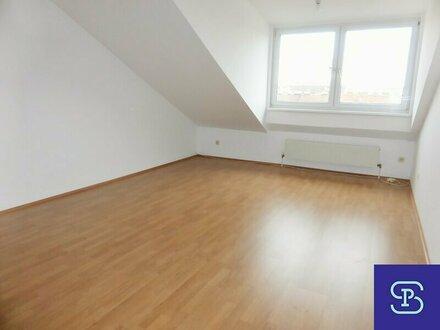 Unbefristete 90m² Dachwohnung mit Einbauküche in Parklage - WG-tauglich!