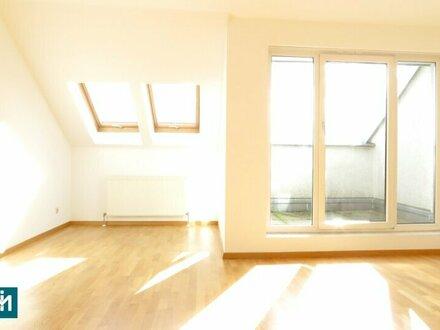 Sehr helle, ruhige 2 Zimmer Dachgeschosswohnung mit zwei Terrassen