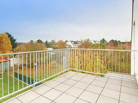 Sonnige und ruhige DG-Wohnung mit Terrasse und Klimaanlage