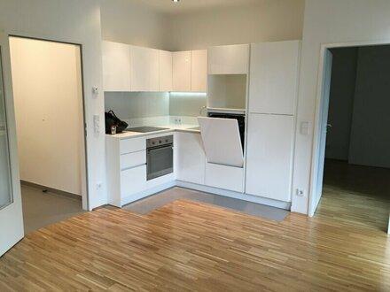 hofseitige 2-Zimmer-Wohnung mit Supermarkt, Fitness und Garage im Haus! Ab SEPTEMBER!