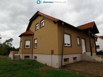 2181 Dobermannsdorf Top-geschnittenes, fast fertiggestelltes Haus in ruhiger Siedlung mit viel Potenzial