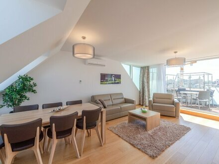 ** -10% PROVISIONSRABATT ** Exklusive, voll möblierte (fully furnished) DG-Wohnung, sehr hochwertige Ausstattung, bezugsfertig!…