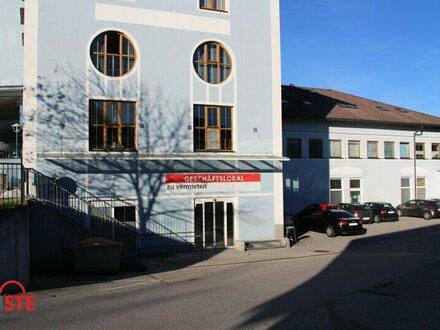 Einzelhandel, Lager, Büro ..... zentrale Lage mit guter Zufahrt mitten im Ortszentrum von Henndorf!