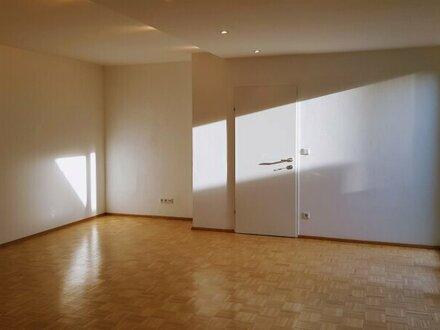 Maxglan: Gemütliche und großzügige 2-Zimmer-Wohnung mit Terrasse in Ruhelage!